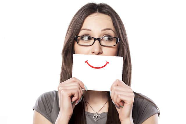 女性 笑顔 幸せ