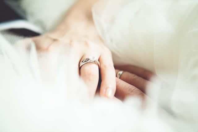 夫婦関係のプロが教える【男女別・結婚適齢期】いつ結婚すればいい?