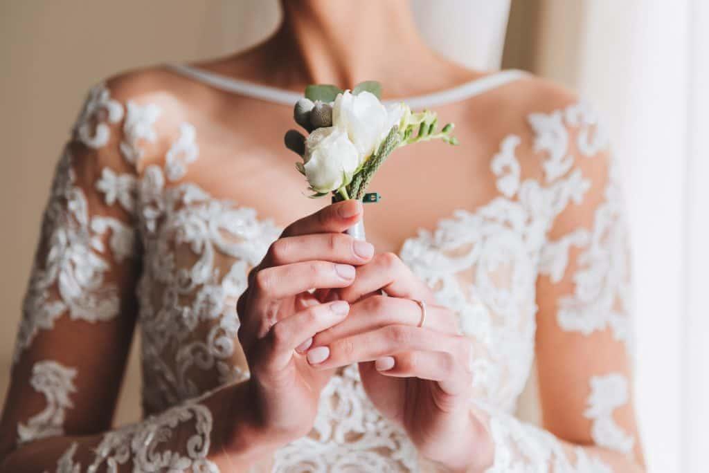 卒花も「やってよかった」と絶賛!ブライダルエステの美デコルテケア